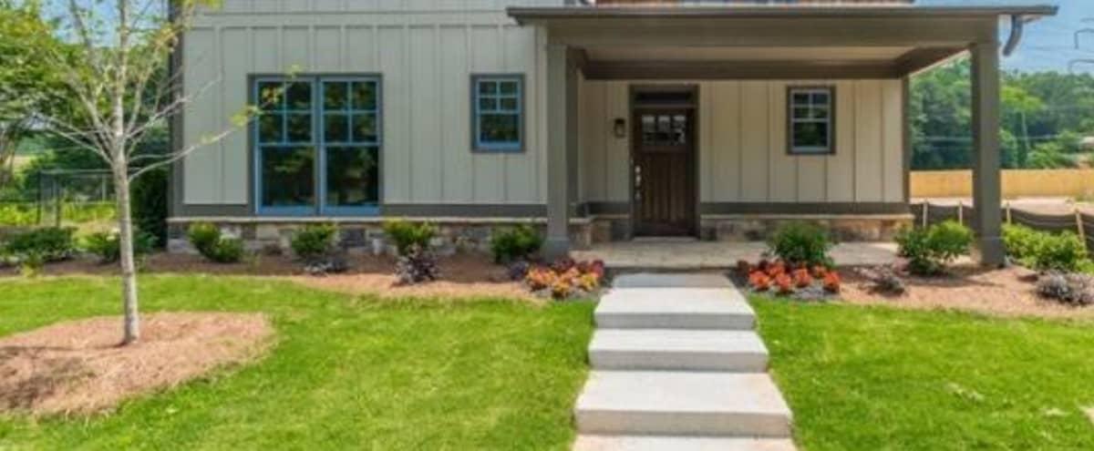 Amazing Modern Home (Best Value in Atlanta!) in Atlanta Hero Image in Benteen, Atlanta, GA