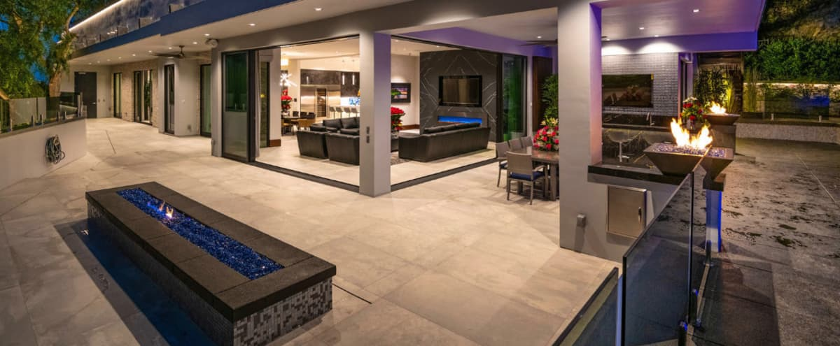 Luxurious, Modern and Private. in Los Angeles Hero Image in Melrose, Los Angeles, CA