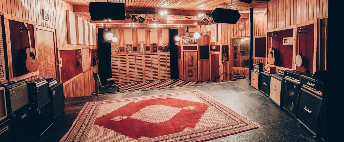 Roomy Recording Studio in Cambridge Hero Image in North Cambridge, Cambridge, MA