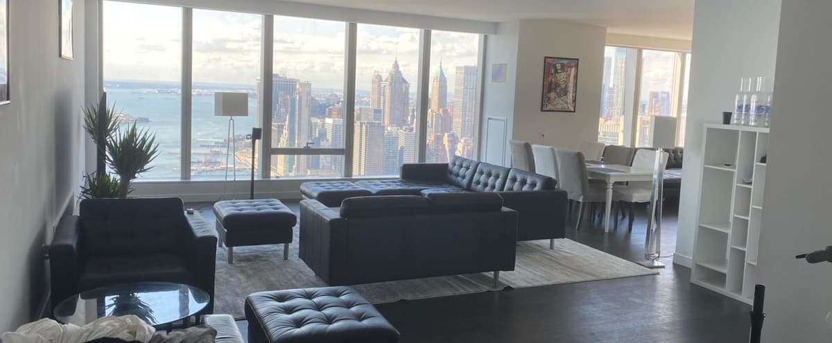 Downtown Penthouse with 360 Skyline View in New York City Hero Image in Two Bridges, New York City, NY