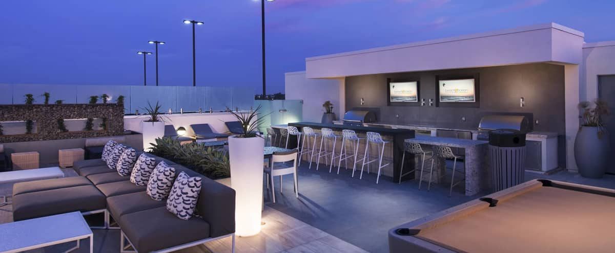 Roof Top Lounge in Huntington Beach in Huntington Beach Hero Image in Yorktown, Huntington Beach, CA