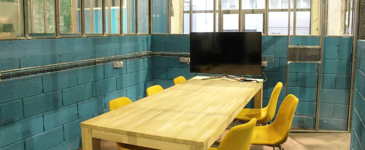 Salle de réunion pour 6 personnes proche métro Bonne Nouvelle in paris Hero Image in Petites Écuries, paris,