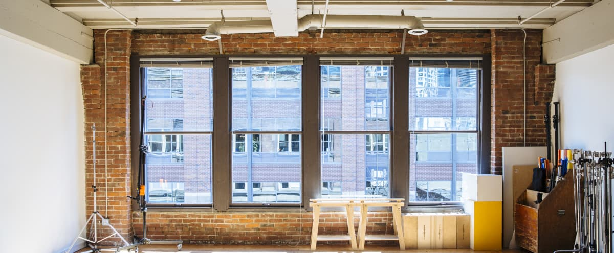 Large (1,100 Sq. Ft.) Fully Equipped Daylight Studio in PSQ in Seattle Hero Image in Downtown, Seattle, WA