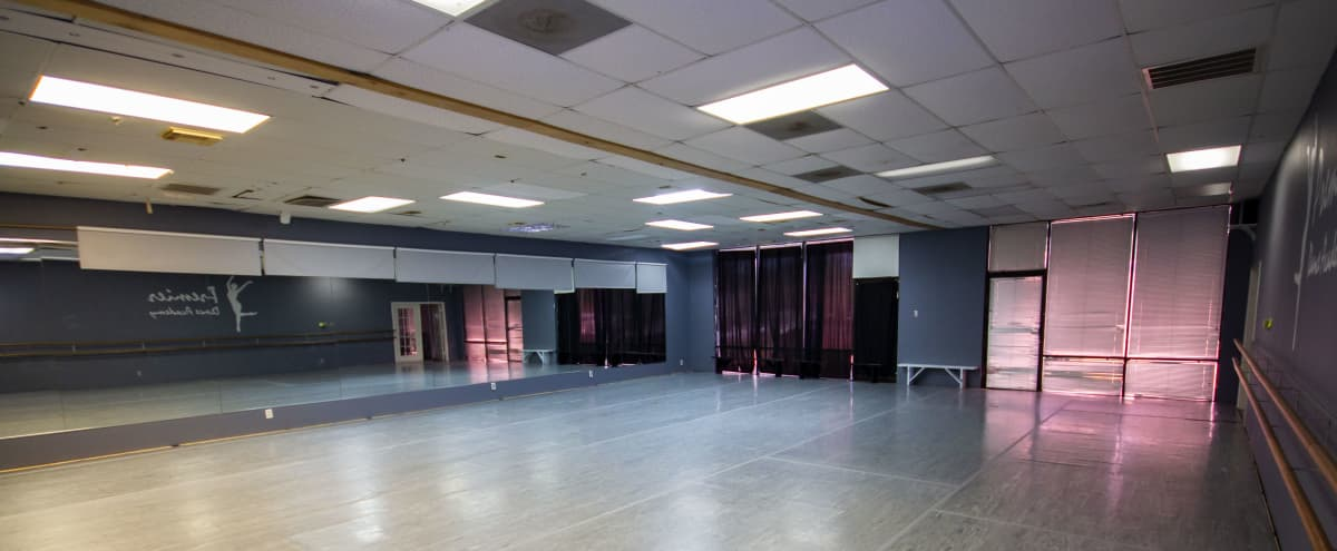 Spacious & Bright Studio Space in HOUSTON Hero Image in Clear Lake, HOUSTON, TX
