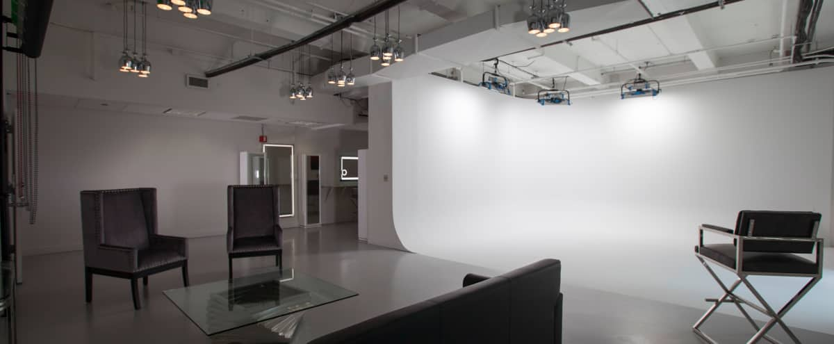 Fully Equipped Photo Studio with Cyclorama Wall - Midtown in New York Hero Image in Midtown, New York, NY