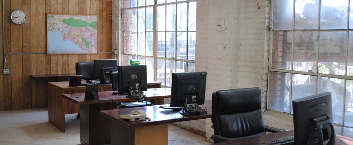 Gentil Retro Office Set In LA Studio In Los Angeles Hero Image In South Los  Angeles,