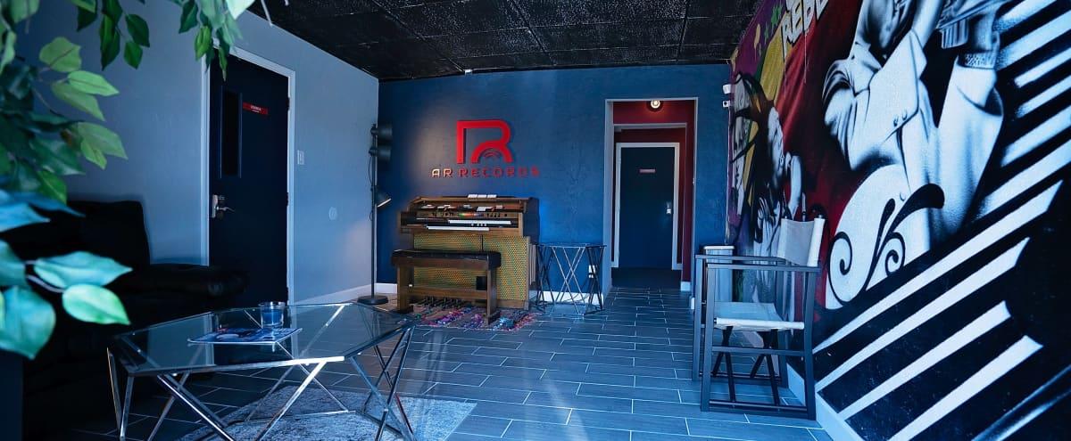 Urban Warehouse Studio in Houston Hero Image in Memorial City, Houston, TX