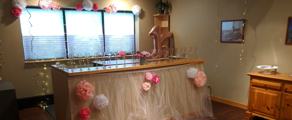 Evening Event or Party Space with Bar for up to 20 People in Glenview Hero Image in Glenview, Glenview, IL