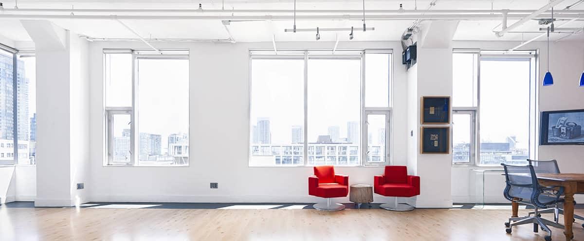Stunning Studio Loft w/ Skyline Views in Toronto Hero Image in Fashion District, Toronto, ON