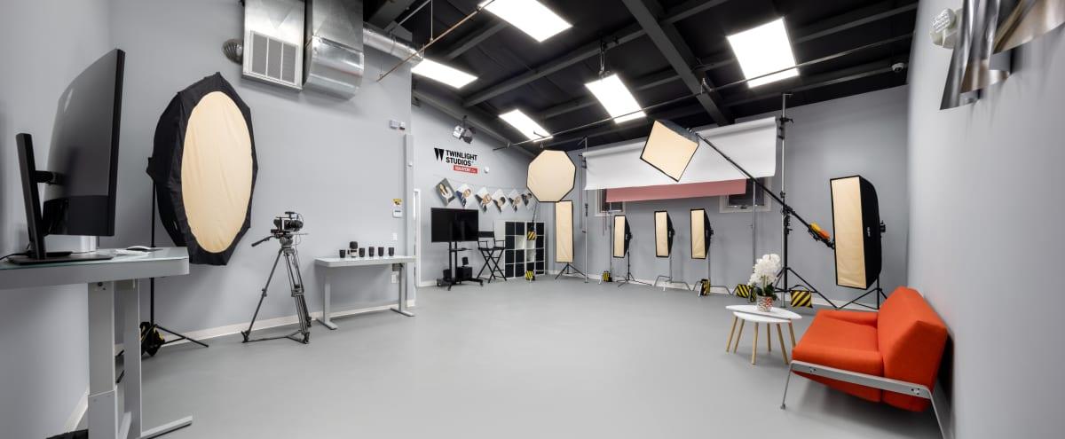 Professional Photo Studio (Wide White Background, Green Screen) in Hackensack Hero Image in undefined, Hackensack, NJ