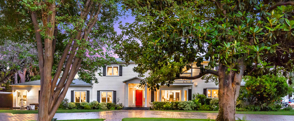 Beautiful Stately Colonial Home with Luscious Green Yard and Pool/BBQ in Sherman Oaks Hero Image in Sherman Oaks, Sherman Oaks, CA