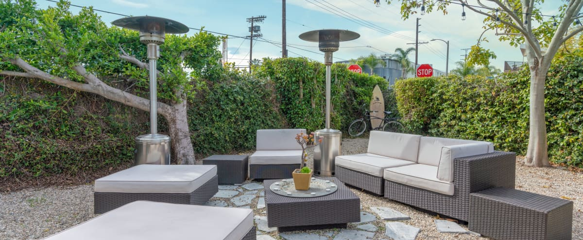 Abbot Kinney Oasis! Townhouse/Loft Flooded with Sunlight. Big Private Outdoor Living Room in Venice Hero Image in Oakwood, Venice, CA