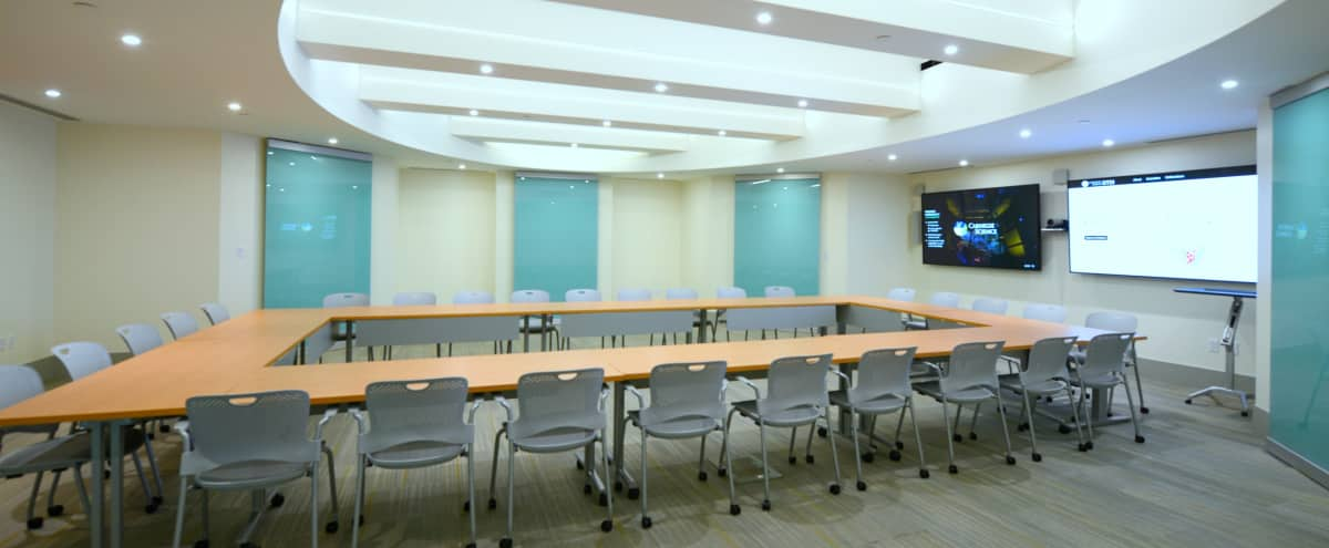 Modern Meeting Space With Flexible Furniture Arrangements