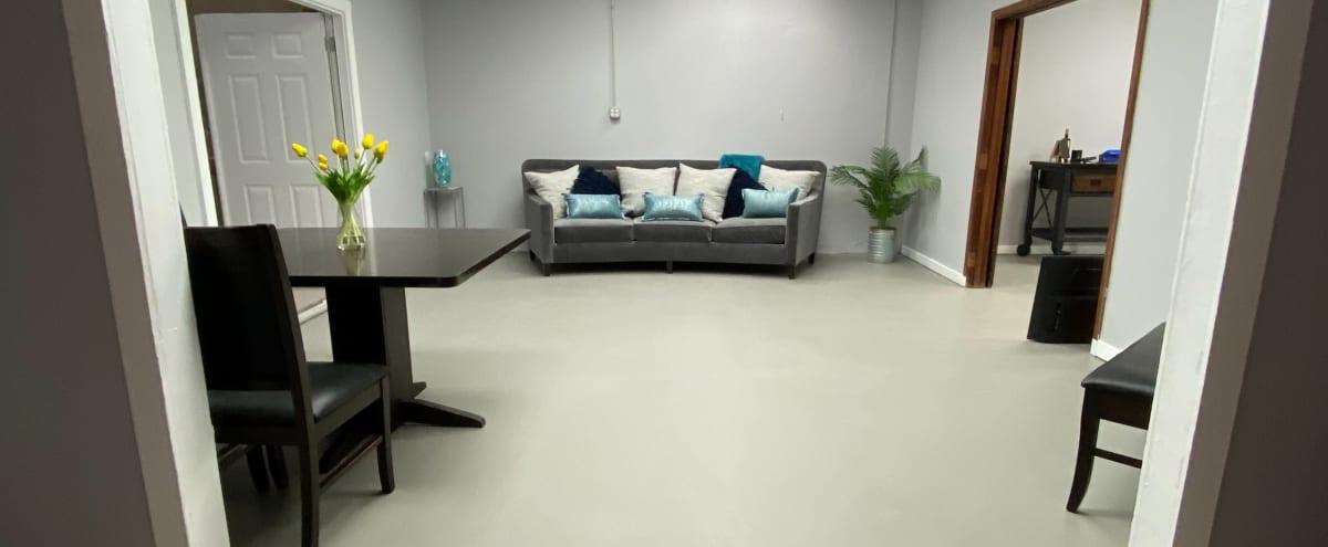 Spacious Warehouse-Sleek, Comfy, Inviting! in Dallas Hero Image in Loryland, Dallas, TX