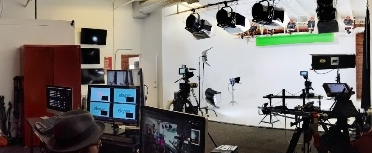 1,000 square foot Studio with White Cyclorama Wall in santa monica Hero Image in undefined, santa monica, CA
