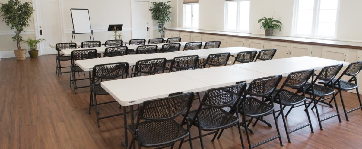 Large Versatile Conference Room with Natural Light | Perfect for Meetings! in Seattle Hero Image in Stevens, Seattle, WA