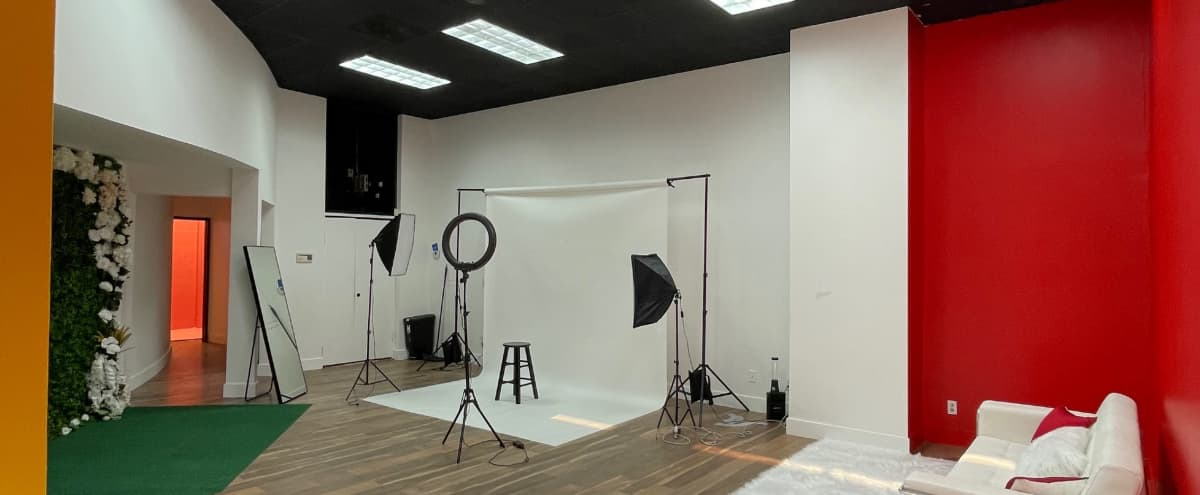 Spacious Photo/Video Creative Sets in Hollywood in Los Angeles Hero Image in Hollywood, Los Angeles, CA