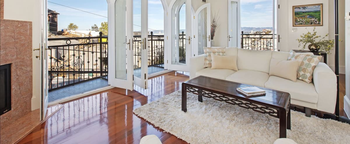 Incredible view Penthouse with roof top, plus a flat with curve windows in Russian Hill, San Francisco in San Francisco Hero Image in Russian Hill, San Francisco, CA