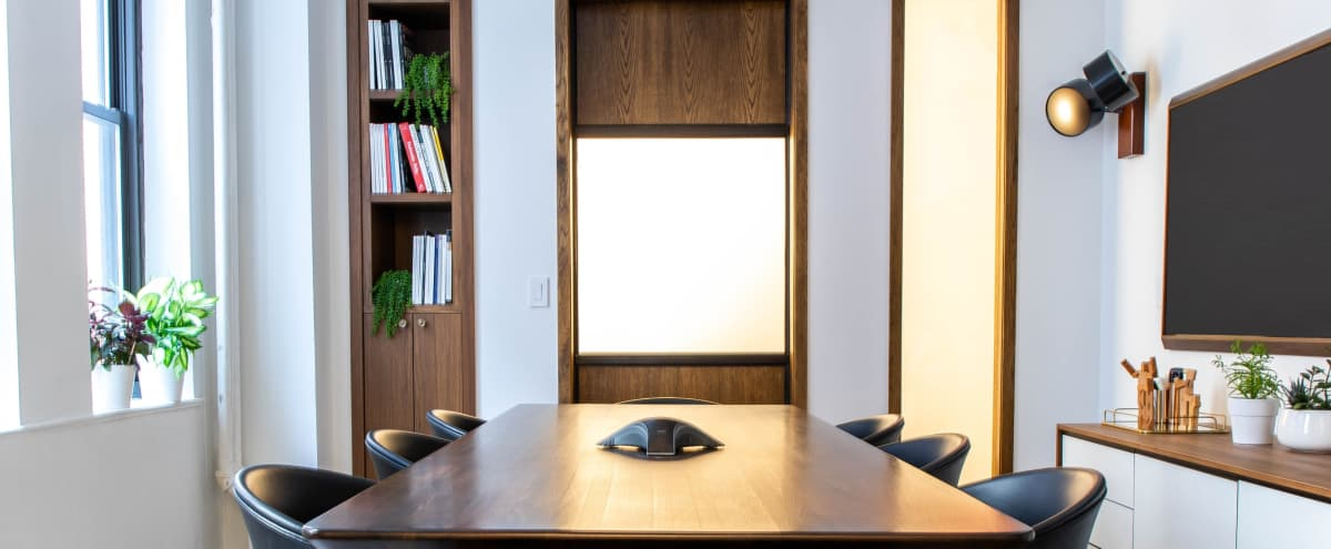 Bright Luxury Meeting Space 8-10 ppl in New York Hero Image in Midtown, New York, NY