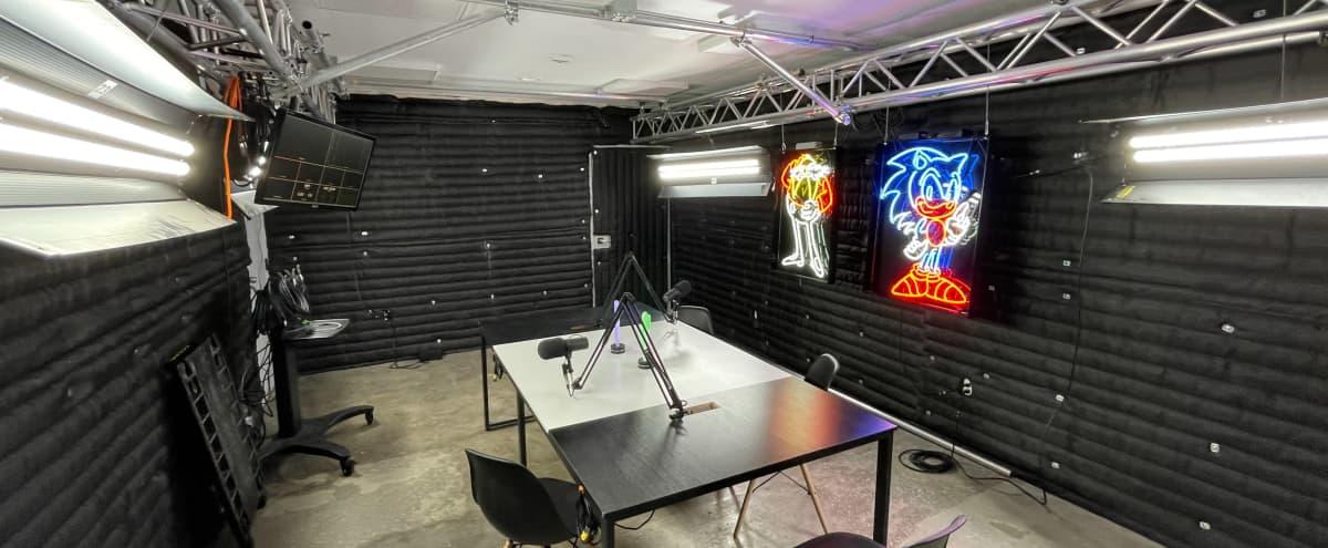 Podcast Studio in Los Angeles Hero Image in Beverlywood, Los Angeles, CA