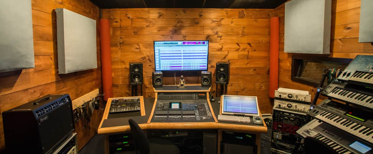 Recording Studio & Performance Room w/ Theater Lighting in North Quincy Hero Image in North Quincy, North Quincy, MA