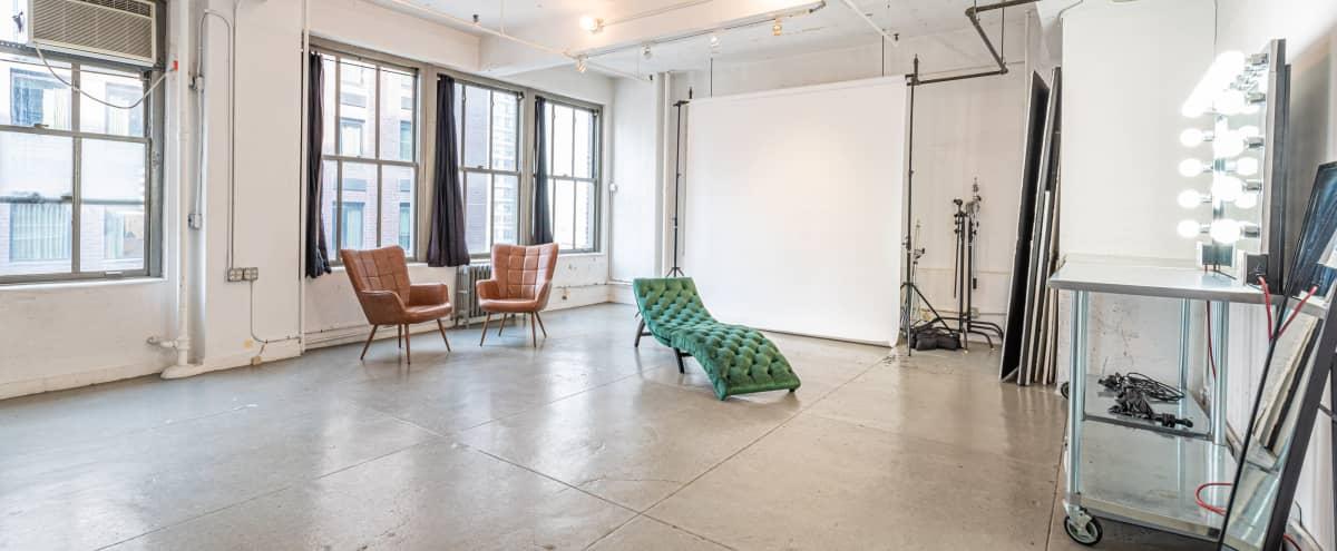 Manhattan Bright & Spacious Studio Eq Included in New York Hero Image in Midtown Manhattan, New York, NY