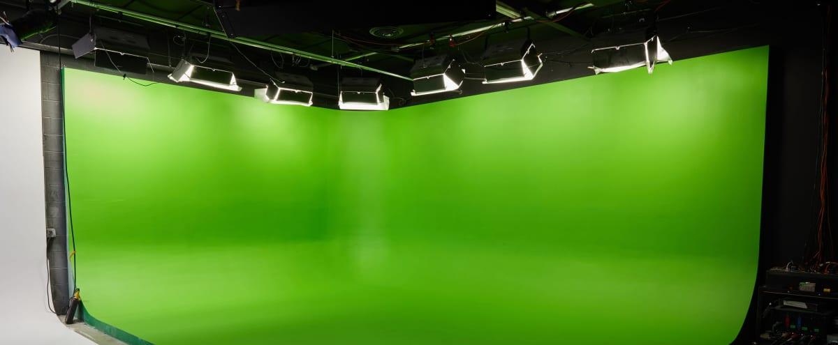 Convenient Pre-lit Green Screen Video Production Studio in VAN NUYS Hero Image in Van Nuys, VAN NUYS, CA
