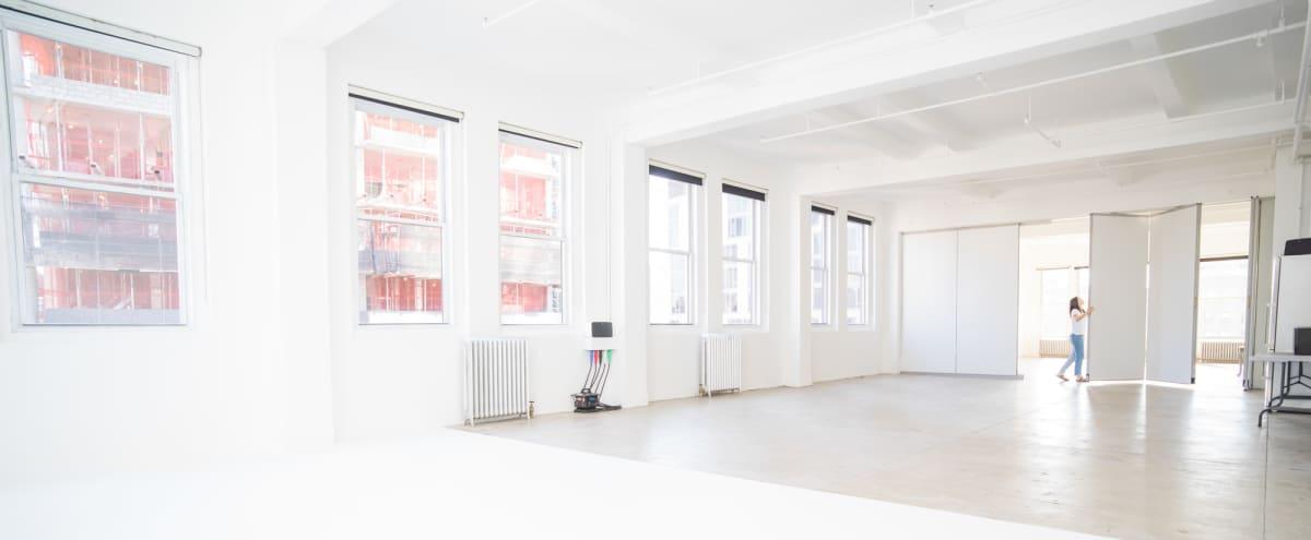 Manhattan Luxury Daylight Studio with Skyline Views (Studio 2) in New York Hero Image in Midtown Manhattan, New York, NY