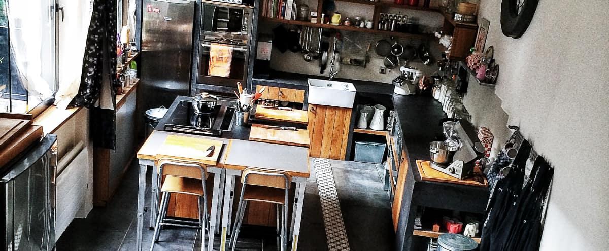 Incroyable atelier culinaire intime caché dans une maison en plein coeur du IXième in Paris Hero Image in St Georges, Paris,