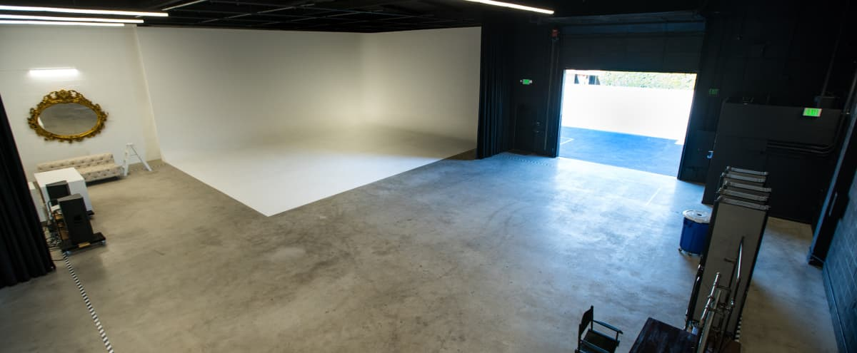 *LIMITED TIME OFFER* Burbank Film/Event Studio with white cyclorama & 20ft ceilings in Burbank Hero Image in undefined, Burbank, CA