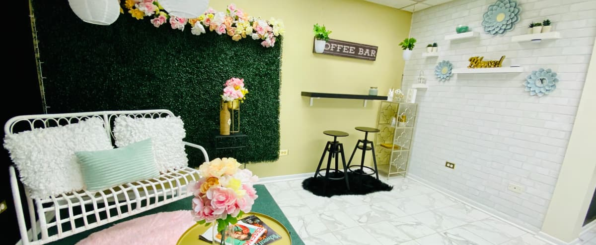 Cute Small Studio for Photoshoots in Berwyn Hero Image in undefined, Berwyn, IL