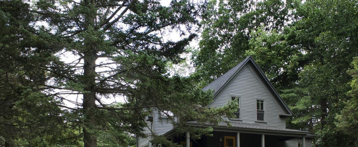 Maine Farmhouse with Contemporary Interior in Cape Neddick Hero Image in undefined, Cape Neddick, ME