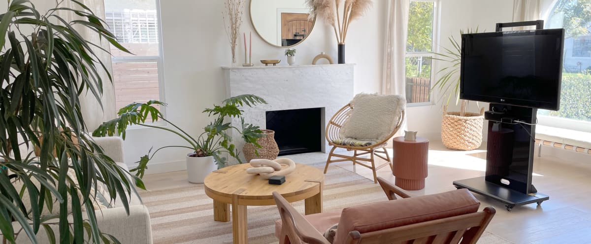 Beautiful Bright and Modern Designer Home in Los Angeles Hero Image in Mid City, Los Angeles, CA