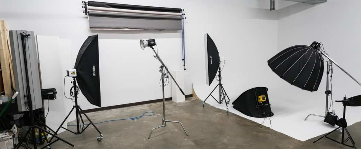 24 Hour Well Equipped Studio Near Uptown in Charlotte Hero Image in Clanton Park/Roseland, Charlotte, NC
