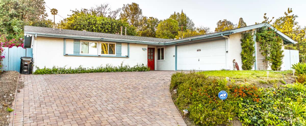 Mid-century Modern House in Woodland Hills Hero Image in Woodland Hills, Woodland Hills, CA