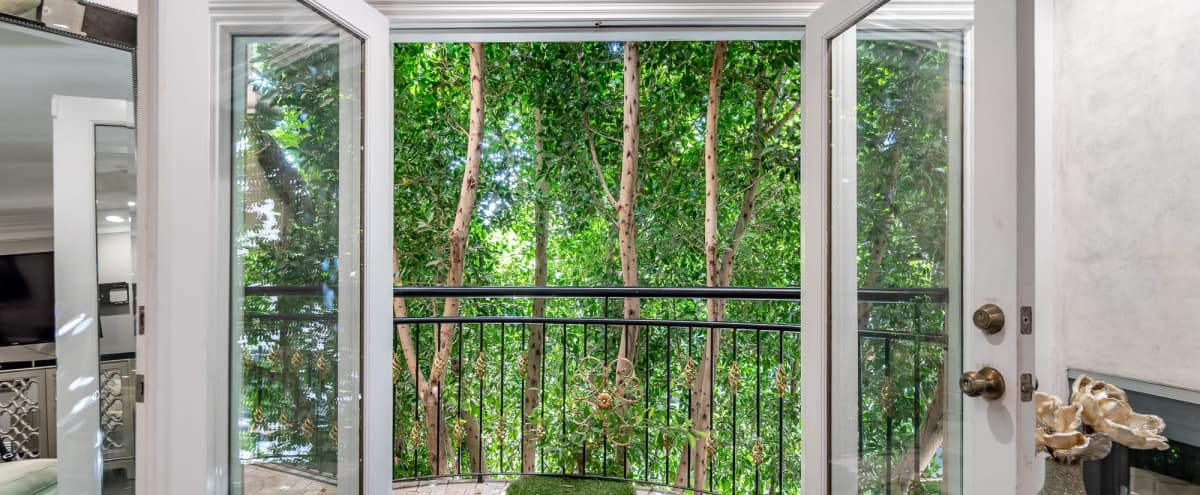 Boutique Townhome w Luxury Furnishings 3 story townhome. 3 Bedrooms all have ensuite bathrooms. Plus rooftop views of the Hollywood Hills! in Los Angeles Hero Image in undefined, Los Angeles, CA